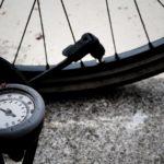 ロードバイクでリム打ちパンク!適正空気圧とは?原因・修理は?